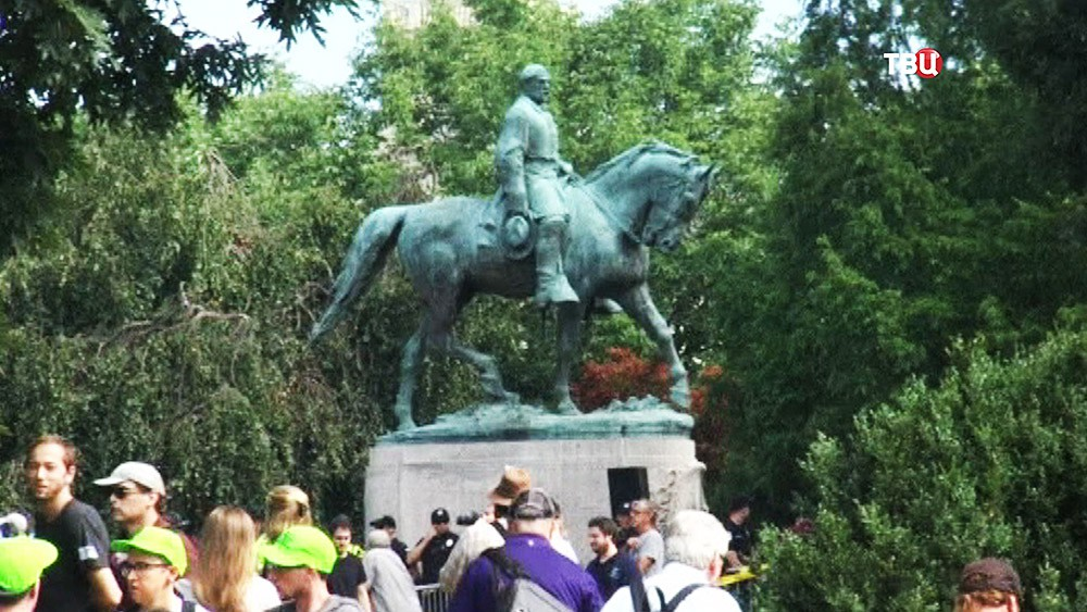 Памятник главнокомандующему армии Конфедератиывных Штатов Америки Роберту Эдварду Ли