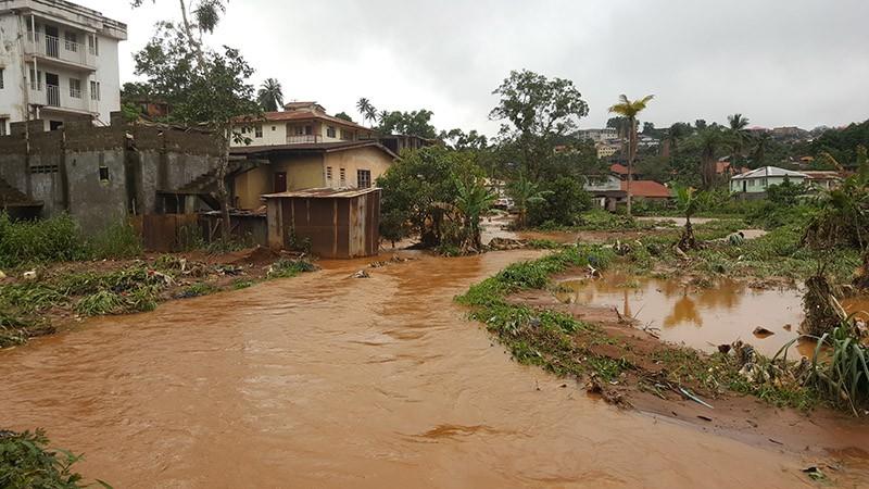 Последствие наводнения в Сьерра-Леоне