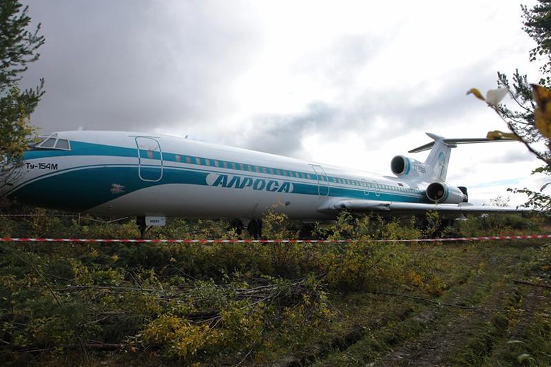 Аварийный самолет Ту-154, совершивший экстренную посадку на аэродроме в Коми