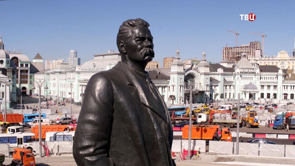 Памятник М.Горькому на площади Тверская Застава