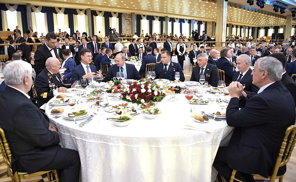 Владимир Путин на торжественном вечере
