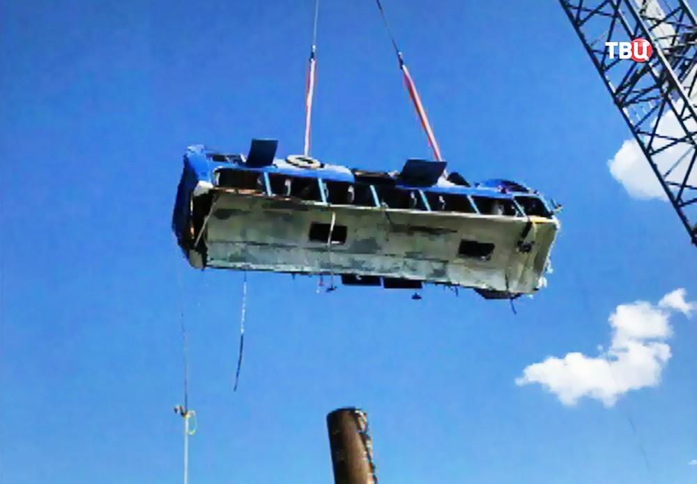 Операция по подъему упавшего в море автобуса на Кубани