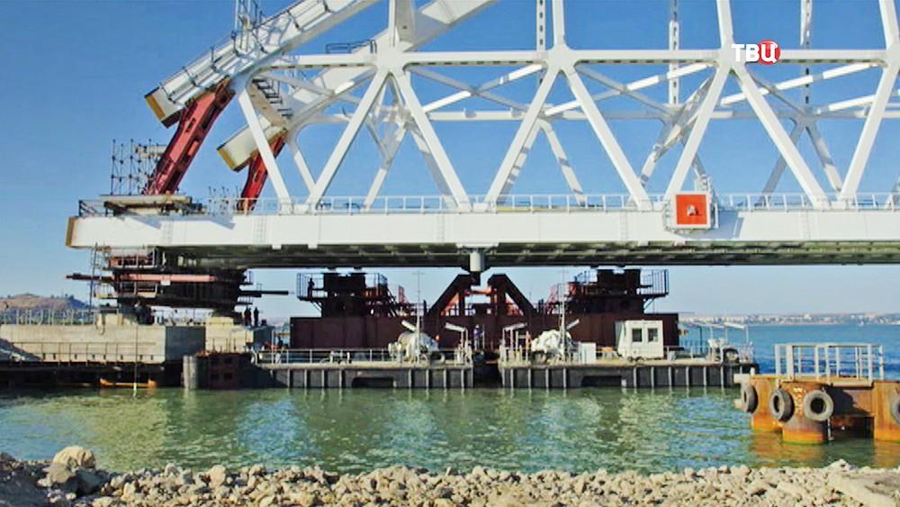 Установка арки Крымского моста