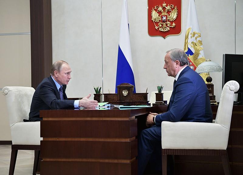 Президент России Владимир Путин и временно исполняющий обязанности губернатора Саратовской области Валерий Радаев