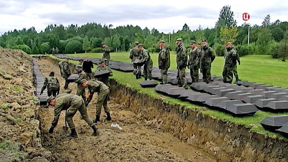 Немецкие военные проводят перезахоронения останков погибших в ВОВ