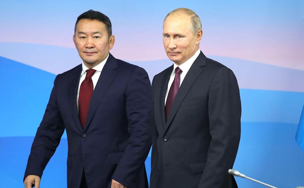 Президент России Владимир Путин и президент Монголии Халтмагийн Баттулг