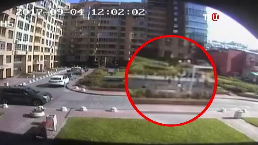 Женщина ударила ребенка ногой на детской площадке в Санкт-Петербурге