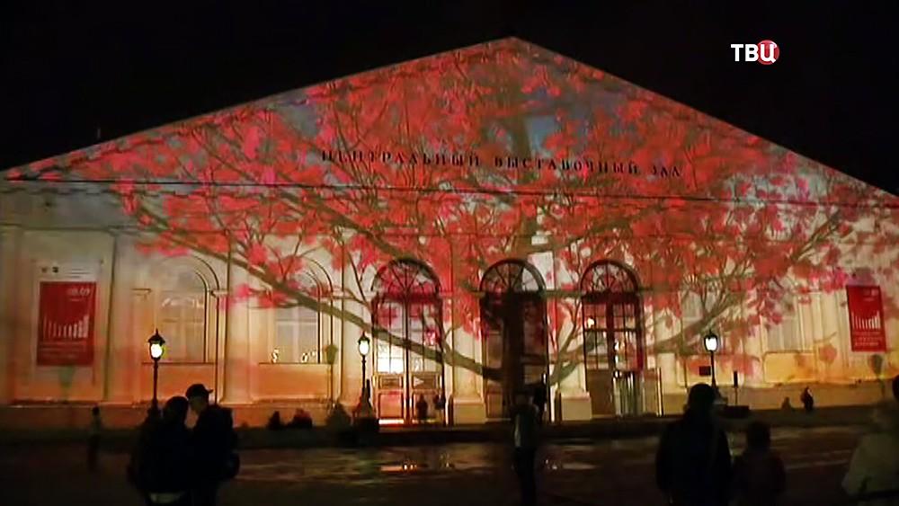 Световое шоу на фасаде Манежа