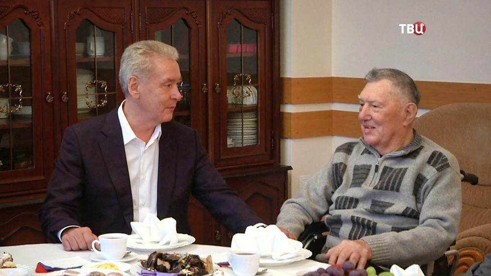 Сергей Собянин навестил председателя Московского дома ветеранов Вячеслава Григорьевича Михайлова