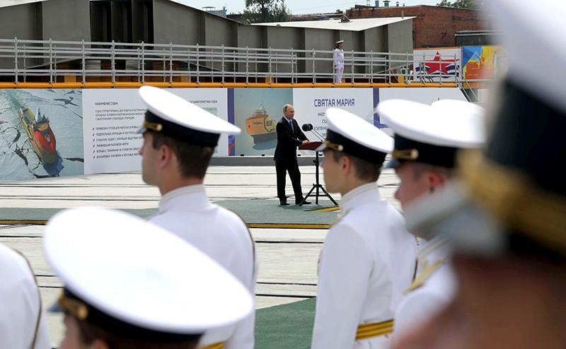 Владимир Путин на судоверфи