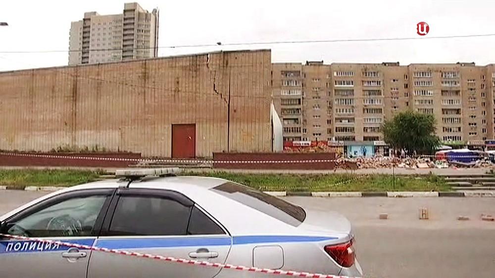 Полиция на месте обрушения кинотеатра в Балашихе