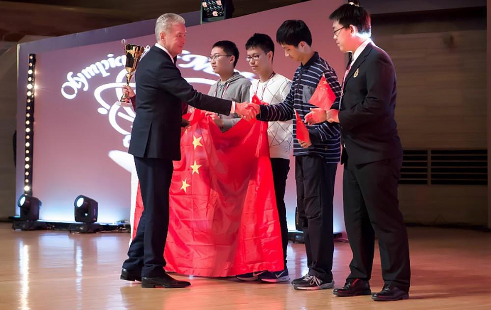 Сергей Собянин на церемонии награждения победителей школьной Олимпиады мегополисов