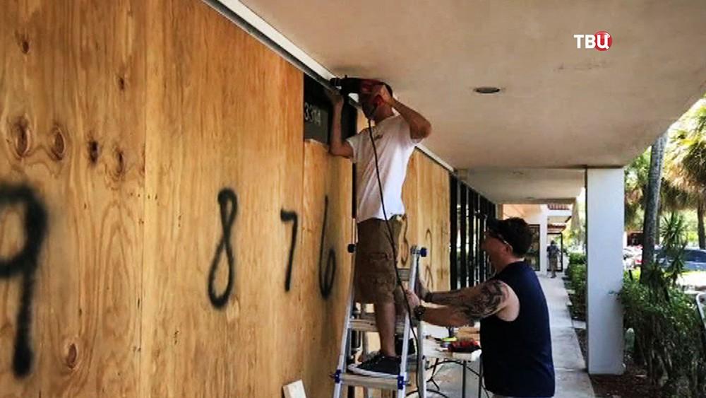 Жители готовятся к урагану