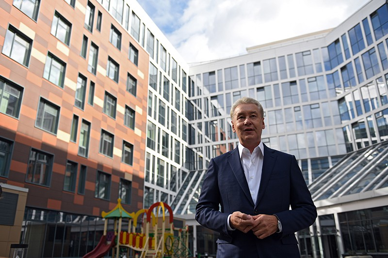 Мэр Москвы Сергей Собянин во время посещения нового лечебного корпуса Морозовской больницы в Москве