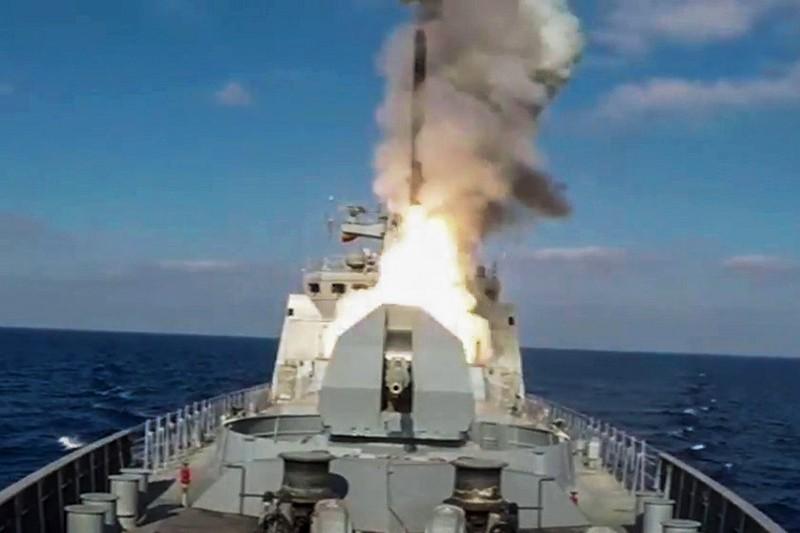 "Пуск крылатой ракеты ""Калибр"" с фрегата ""Адмирал Эссен"""