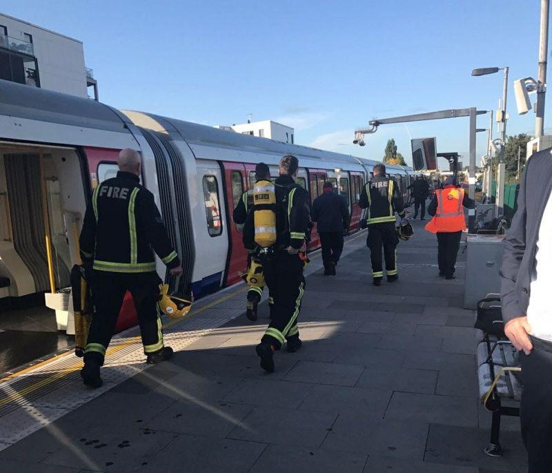 Спецслужбы на месте взрыва в Лондоне