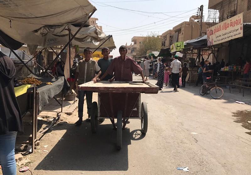 На одной из улиц в Дэйр-эз-Зоре, Сирия