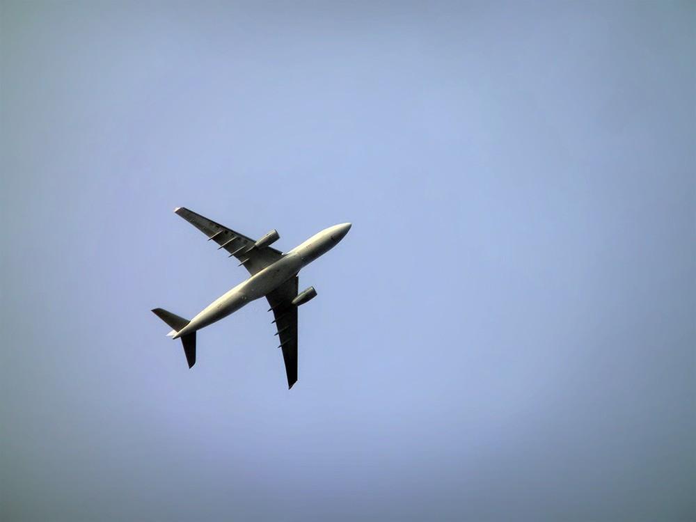 Самолёт Airbus в небе