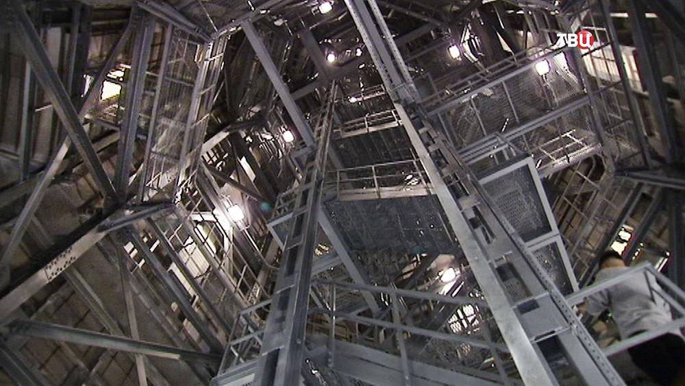 Внутренняя конструкция шпиля здания МИД России