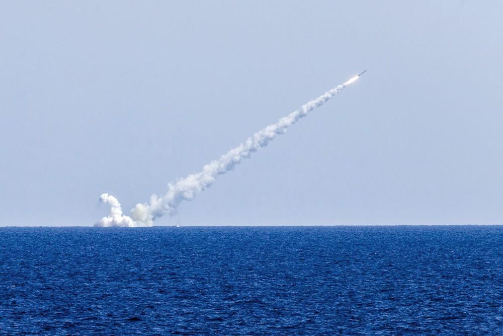 """Пуск ракеты """"Калибр"""" с борта подводной лодки"""