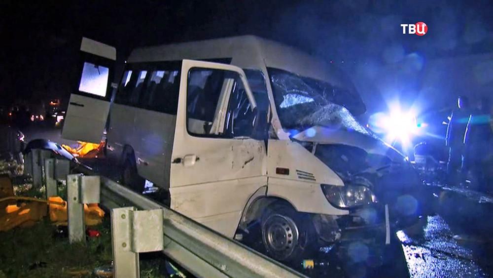 Последствия ДТП с участием микроавтобуса