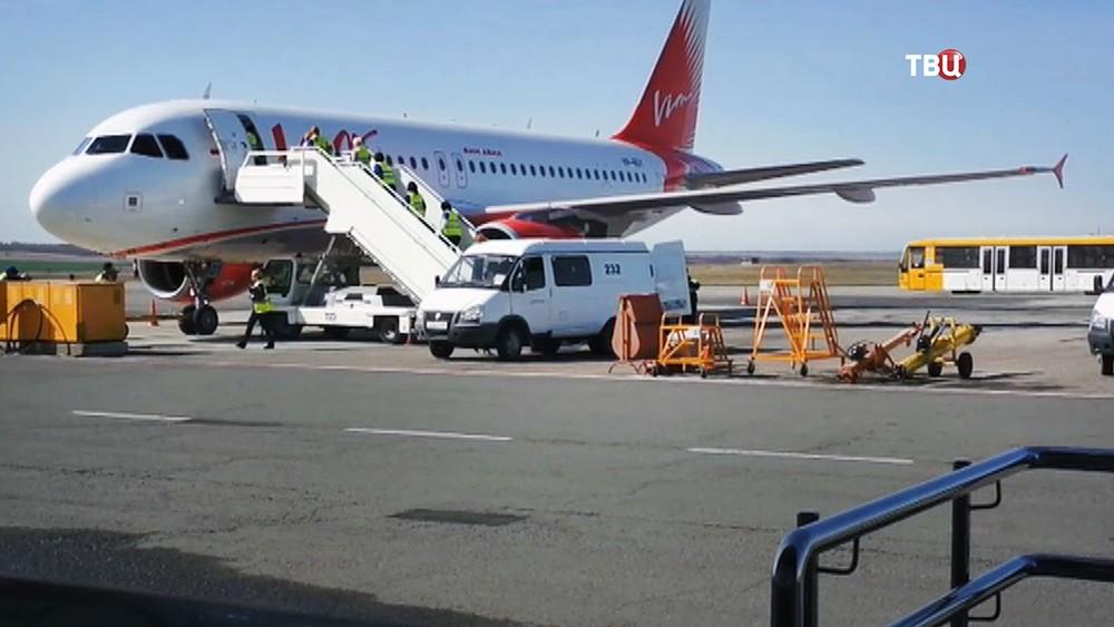 """Самолет авиакомпании """"ВИМ-Авиа"""""""