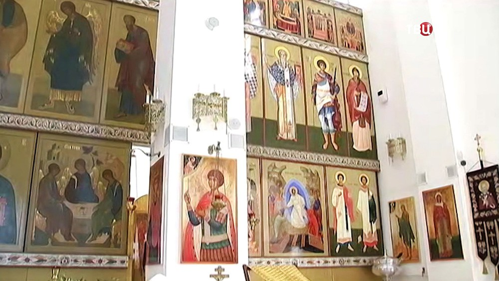 Иконостас в храме