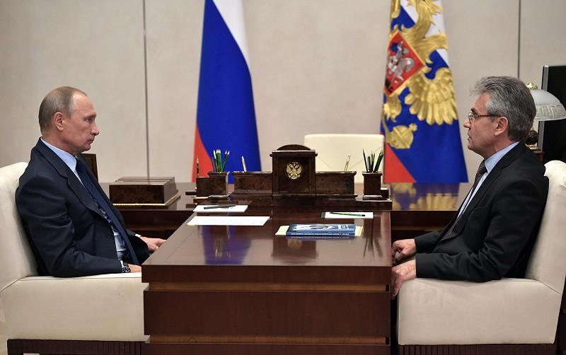 Президент России Владимир Путин и глава РАН Александр Сергеев