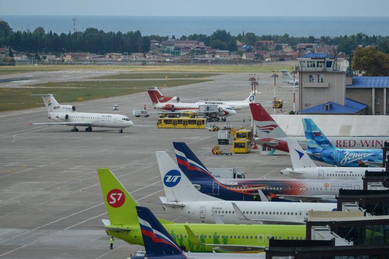 Самолеты в аэропорту Сочи