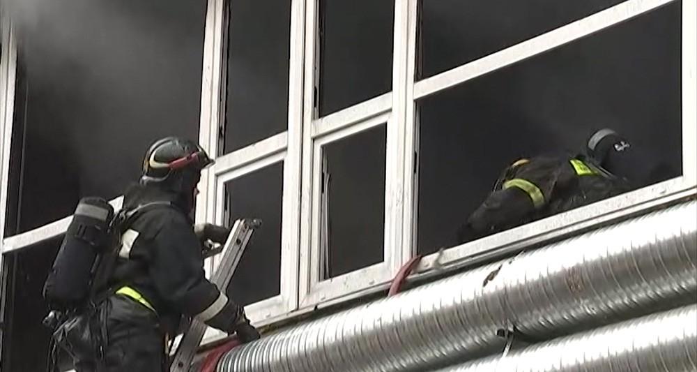 """Пожар в здании бизнес-центра """"Темп"""" в Москве"""