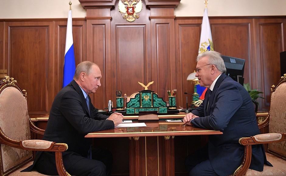 Владимир Путин и Александр Усс во время встречи