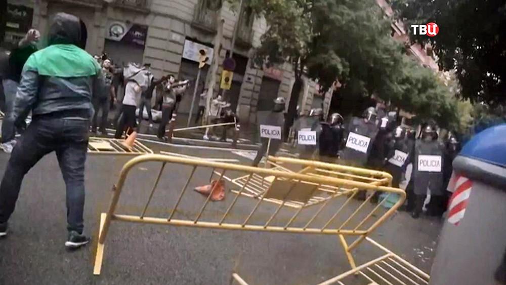 Полиция Италии разгоняет митинг в Каталонии