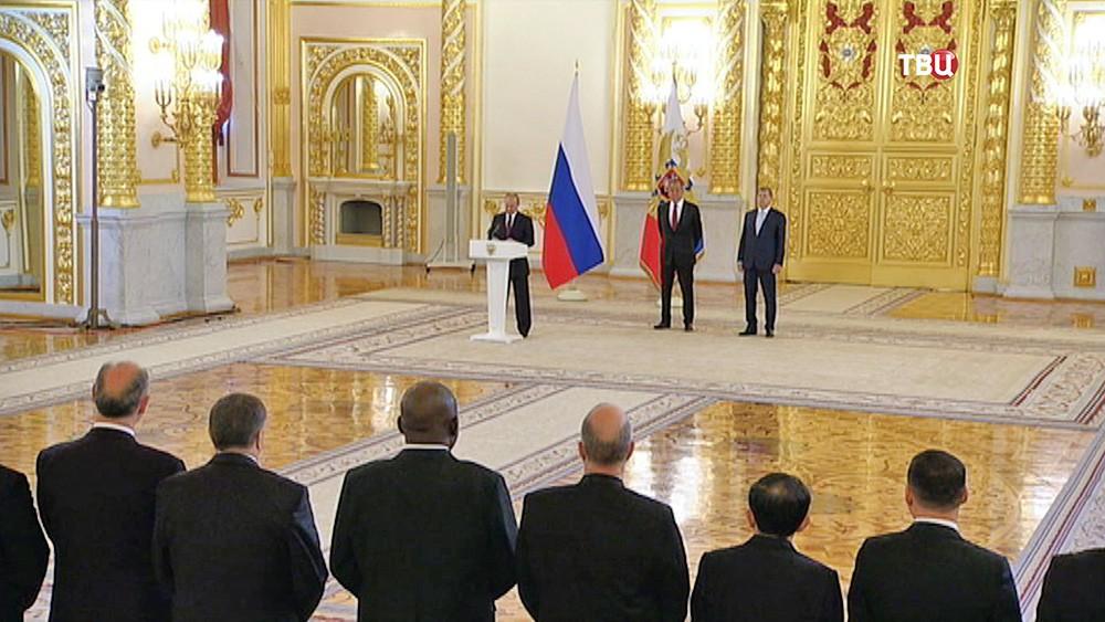 Президент Владимир Путин принял в Кремле верительные грамоты от новых послов