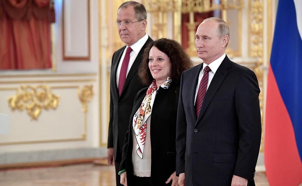 Верительную грамоту Президенту России вручает посол Франции Сильви-Аньес Берманн