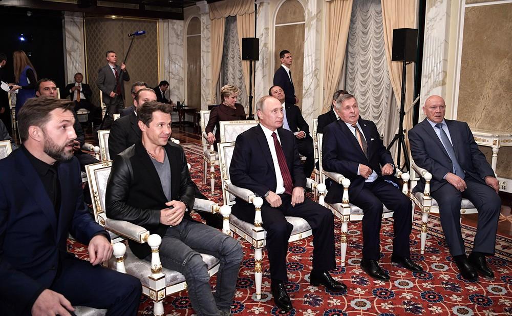 """Владимир Путин на просмотре фильма """"Салют-7"""""""