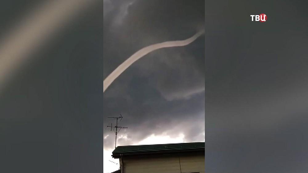 Воронкообразное облако в форме змеи