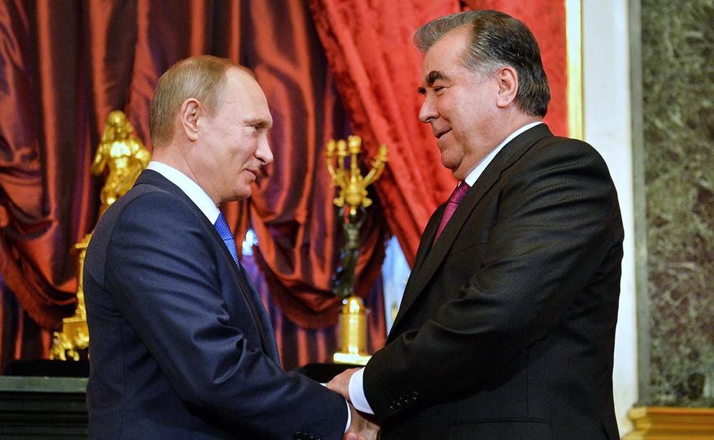 Президент России Владимир Путин и президент Таджикистана Эмомали Рахмон на саммите в Уфе