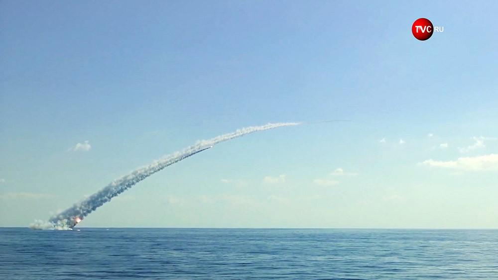 """Запуск ракет """"Калибр"""" с подлодок в Средиземном море"""