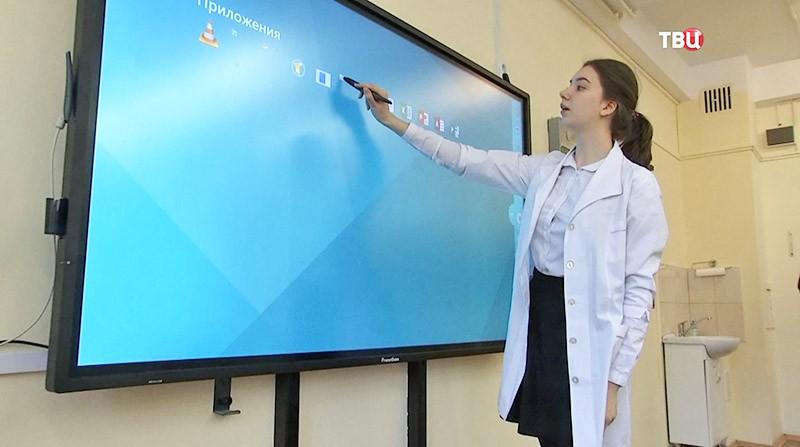 """Учителя проходят новый курс по """"электронной школе"""""""