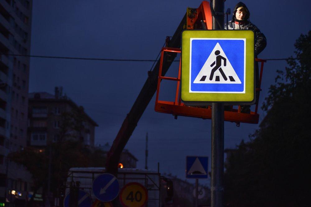 Монтаж светофора с подсветкой