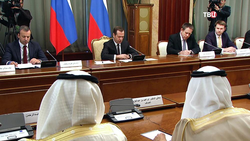 Председатель правительства России Дмитрий Медведев и король Саудовской Аравии Сальман Бен Абдель Азиз Аль Сауд