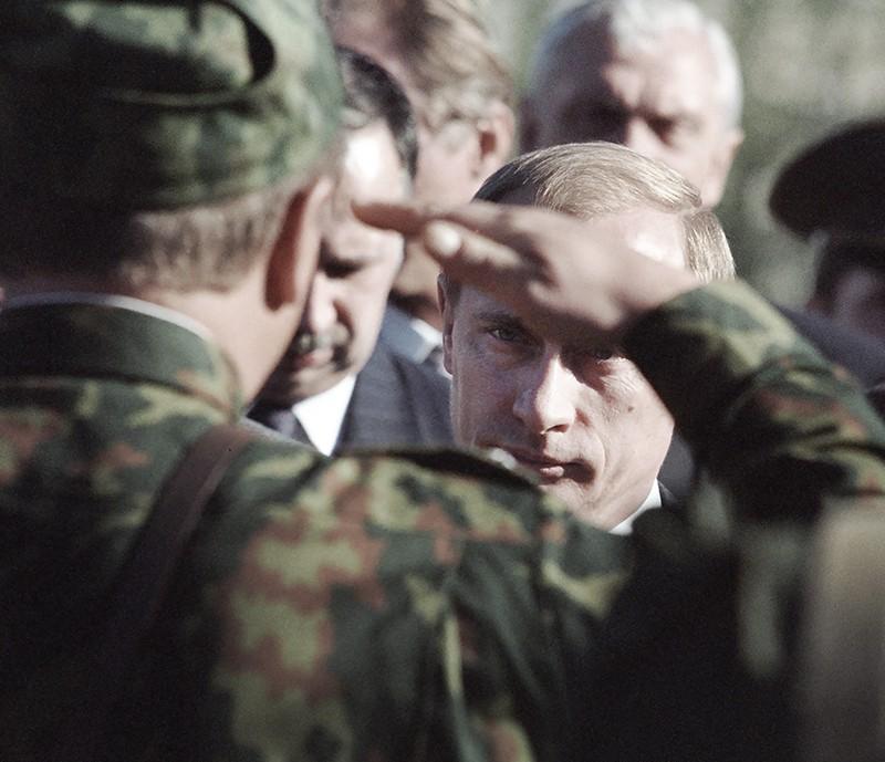 Владимир Путин встречается с военнослужащими 92-го полка 201-й российской мотострелковой дивизии, дислоцированной в Таджикистане