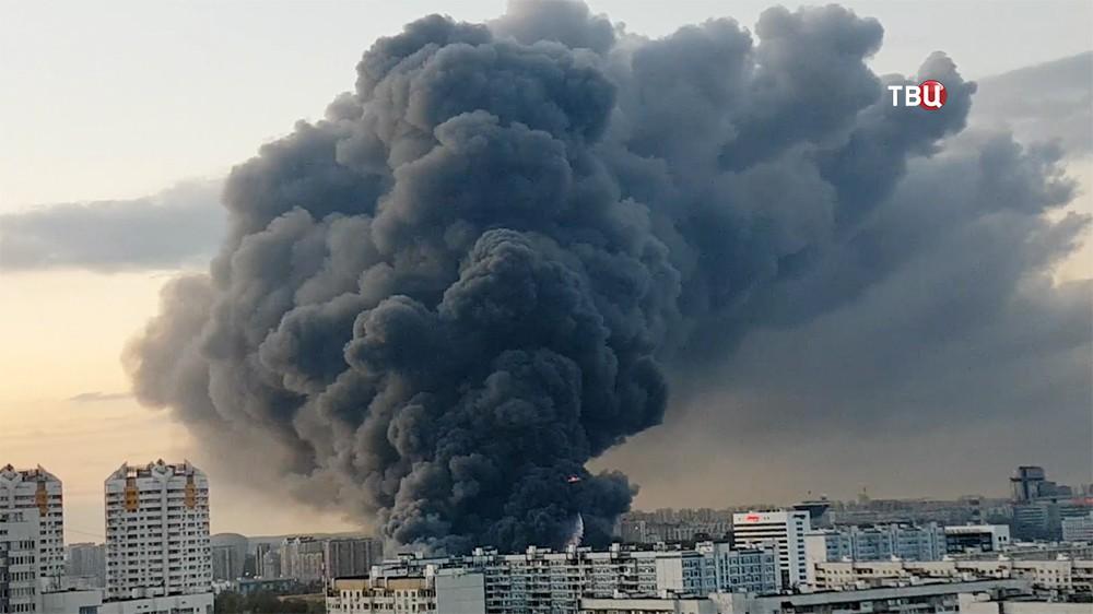 """Пожар на строительном рынке """"Синдика"""""""
