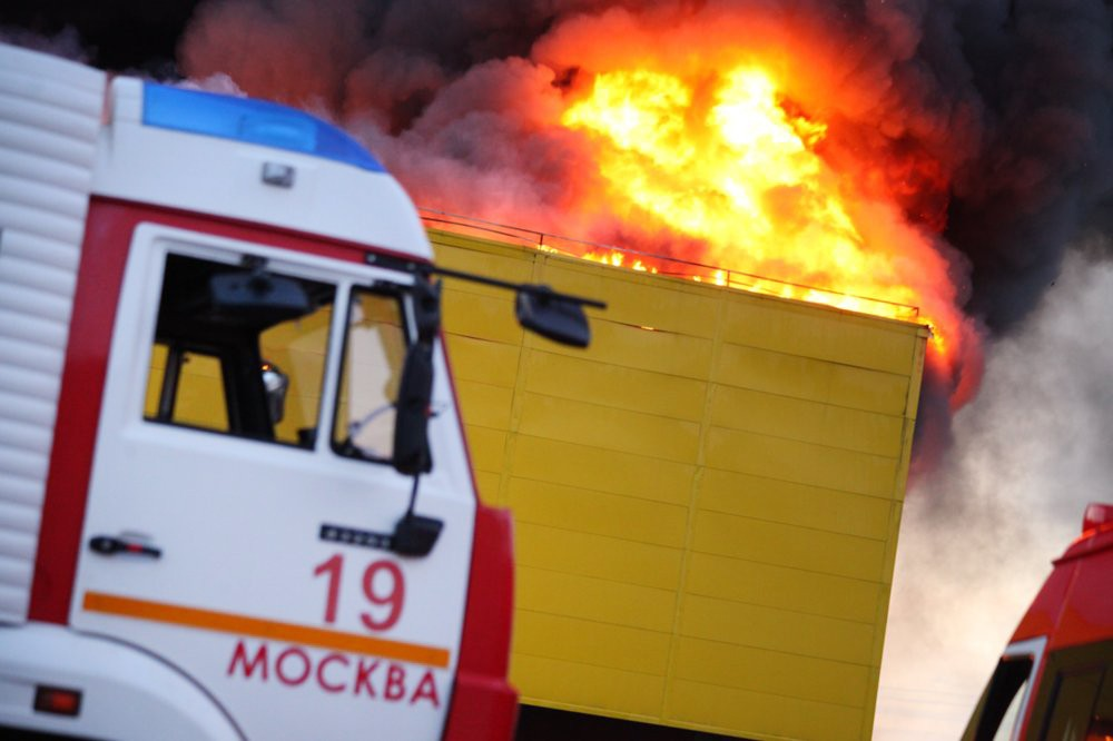 Пожарные Москвы на месте возгорания