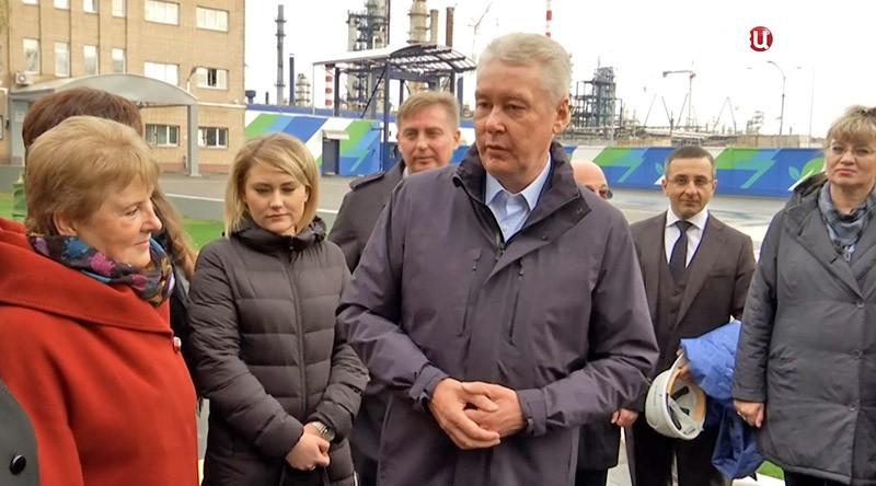 Сергей Собянин осматривает нефтеперерабатывающий завод в Капотне