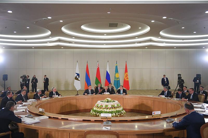 Президент России Владимир Путин на заседании Высшего Евразийского экономического совета