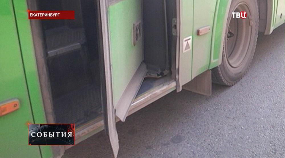 Дверь автобуса