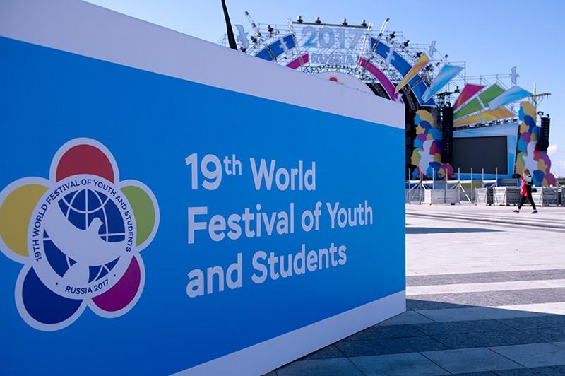 Инсталляция XIX Всемирного фестиваля молодежи и студентов в Сочи