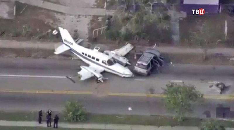 Разбитый самолет в Сент-Питерсберге