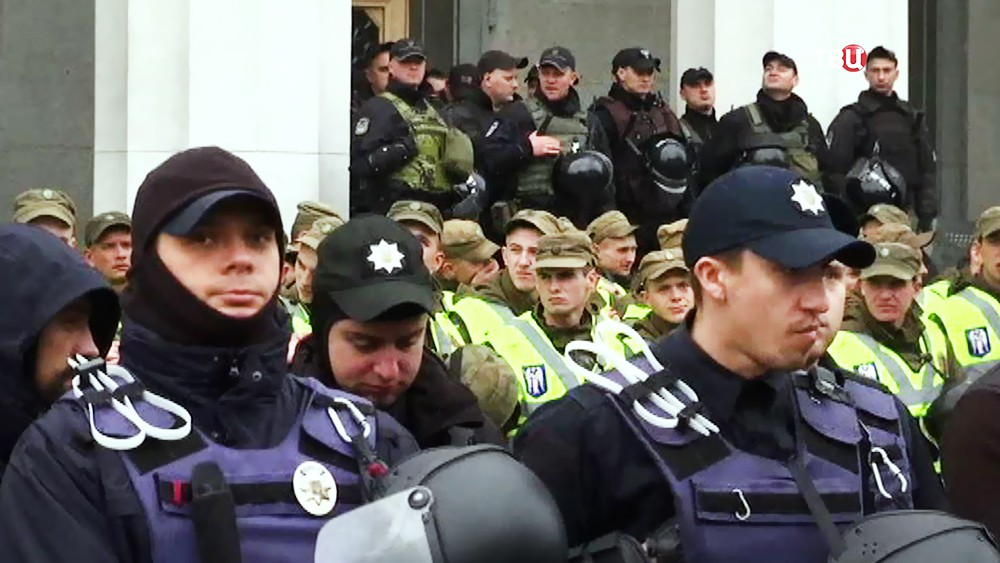 Оцепление вокруг здания Верховной Рады Украины